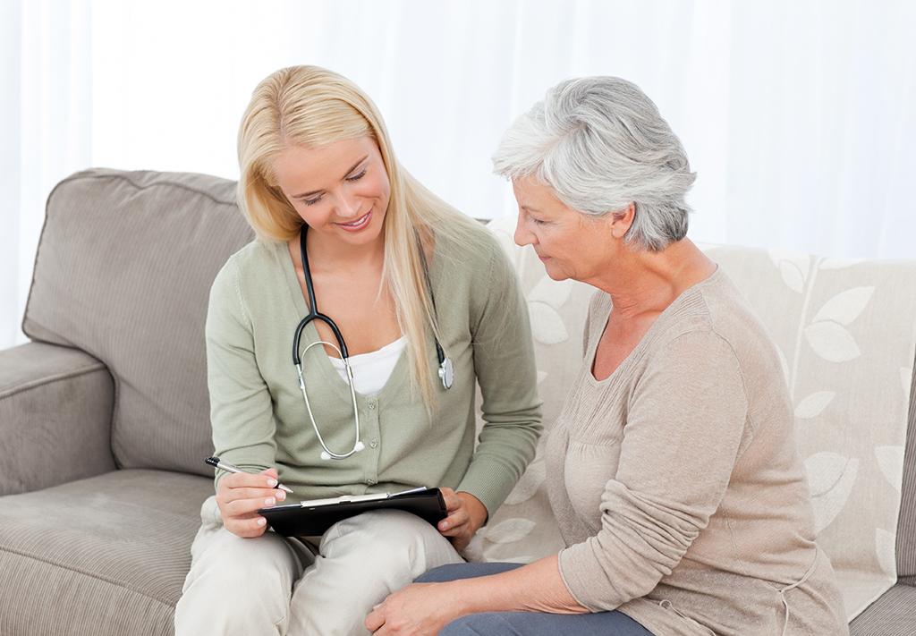 Pflegerin im Gespräch